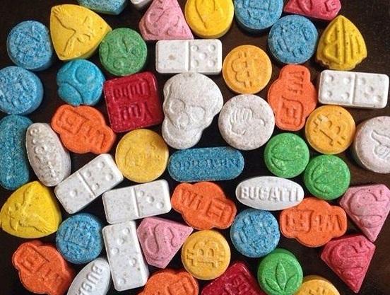 ANCHE I PUBBLICITARI: Molly di varie forme e colori: tutte anfetamine, comunque