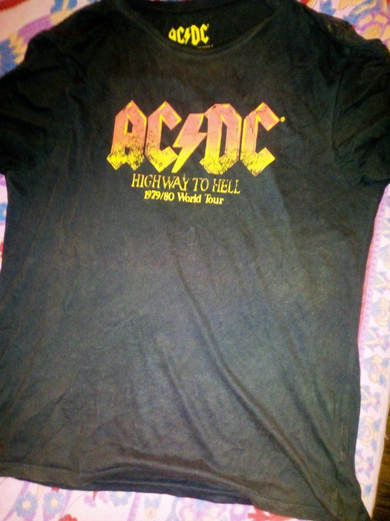 Primavalle Blues: tshirt ACDC di Ettore