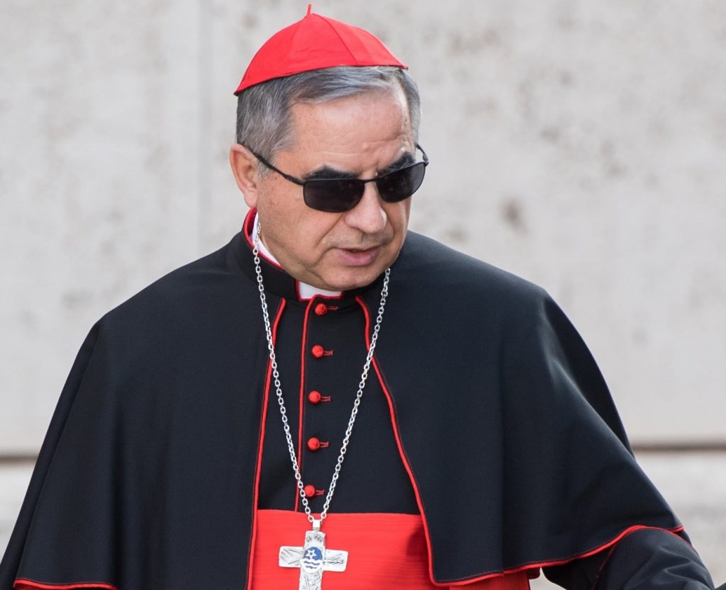 Come creare un giovane Santo digitale: il cardinale Becciu